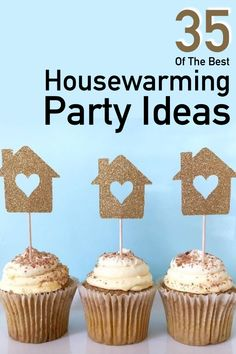 Hosting a housewarming party? You will love this extensive guide filled with ideas for housewarming party food, housewarming games, gift and decor ideas. Housewarming Party Themes, Housewarming Gift Baskets, Housewarming Invitations, Funny Party Games, Dinner Party Games, House Blessing, House Gifts, Craft Party, House Party