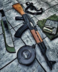 Via - The jungle operator starter kit. Ak 47, Bushcraft, Assault Rifle, Guns And Ammo, Survival Gear, Firearms, Hand Guns, Weapons, Arsenal