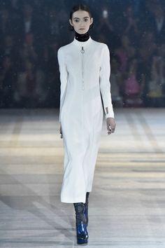"""Christian Dior 11. Dezember 2014 TOKYO, PRE-FALL 2015 """"Esprit Dior"""" in Tokio: Raf Simons erschafft eine fantasievolle und doch tief in der Realität verwurzelte Kollektion, inspiriert von dem Zukunftsdenken der japanischen Avantgarde"""