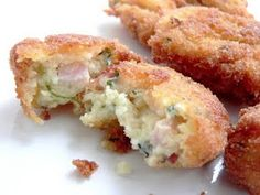 Potato and Ham Croquettes with Thermomix A littlebit mushy. Add bread crumb to the mix manually, then cool, and do the patty. Cheddarwurst Recipe, Spagetti Recipe, Bellini Recipe, Cuisine Diverse, Savory Snacks, Wrap Recipes, Light Recipes, Food Hacks, Gastronomia