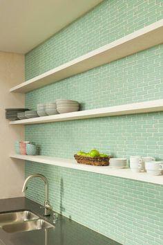 8 cocinas con azulejos verdes esmaltados · 8 green tiled kitchen backsplahs - Vintage & Chic. Pequeñas historias de decoración · Vintage & Chic. Pequeñas historias de decoración · Blog decoración. Vintage. DIY. Ideas para decorar tu casa