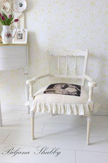 Dom i dizajn: Uređenje starog namještaja - romanticna stilska stolica Romantic Shabby Chic, Shabby Chic Furniture, Accent Chairs, Interior Design, Home Decor, Style, Upholstered Chairs, Nest Design, Swag