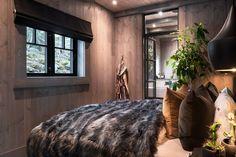 Kvitfjell - Spektakulær stavlafthytte med særdeles høy standard, fantastisk utsikt og gode solforhold. Ski-inn og -ut. | FINN.no Modern Lodge, Modern Rustic, Build My Own House, Dream House Interior, Cabins And Cottages, Cozy Living, Rustic Interiors, Log Homes, House Design