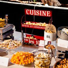 """Elige nuestro especial """"Boda Brunch"""": una boda que comienza en la hora del brunch acompañado con mimosas, corners dulces y salados y aperitivos acordes a la ocasión. Una opción súper original para parejas que buscan algo diferente. ¿Quieres una celebración chula? Contáctanos, te ayudamos en todo. 📱 636 17 69 37 ✉ info@parquedelrio.net #parquedelrio #wedding #bodas #celebraciones #events #eventos #weddingdresses #bride #planesdeboda #bodas2021 #malaga #torredelmar #events #eventplanner #cel Chula, Mimosas, Popcorn Maker, Brunch, Kitchen Appliances, Del Mar, Sweet And Saltines, Celebrations, Appetizers"""