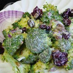 Brokkolisalat mit Sonnenblumenkernen