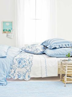 Was just pondering a blue and white theme for the bedroom yesterday.  hhmmmmm, is this a sign?