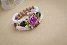 Handmade rose bracelet on memory wire, Clay roses bracelet, Natural garnet jewelry, Purple rose flowers, White quartz bracelet, Ready