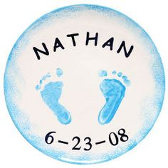 Tiny Toes Memory Plate-Kids grow up so fast and with this tiny toes memory plate you can capture the memories of them at their littlest. This craft for new baby is the perfect project to do with the newest member of your family.