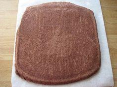 Levykakkupohjasta saa pehmeän pohjan täytekakkuihin. Se on oivallinen valinta erikoisen muotoisiin ja kokoisiin kakkuihin. Levykakkupohjista voi helposti koota kakun isoihin juhliin tekemällä jopa pellin kokoisen täytekakun. Jos tarvitset kaksi pohjaa, voit tehdä taikinan heti kaksinkertaisena. Jopa kolmen pohjan tekeminen yhdellä kerralla onnistuu, kunhan sinulta löytyy riittävän iso vatkauskulho. Taikina ei siis lässähdä, vaikka odotteleekin kulhossa […]