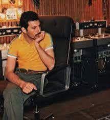 <3 <3 a bored looking Freddie Mercury
