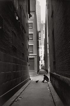 In Henri Cartier-Bresson, along with Robert Capa, George Rodger, David 'Chim' Seymour and William Vandivert, founded Magnum Photos Classic Photography, Candid Photography, Urban Photography, Black And White Photography, Street Photography, Photography Composition, Minimalist Photography, Lines In Photography, Color Photography