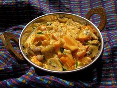 Sampinony s mrkvou na smotane Thai Red Curry, Carrots, Stuffed Mushrooms, Meat, Chicken, Ethnic Recipes, Indie, Food, Beef