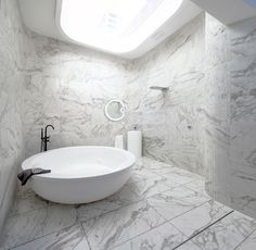 The use of tiles in bathrooms has been a trend for years. Great aesthetics, durability, and low maintenance are the reasons behind this long-standing love of bathroom tiles. Large Tile Bathroom, Large Floor Tiles, Shower Floor Tile, Bathroom Floor Tiles, Wall And Floor Tiles, Bathroom Design Small, Master Bathroom, Patterned Wall Tiles, Curved Walls