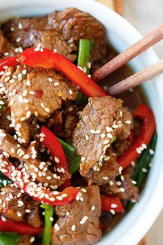 Sesame Beef - the easiest and crazy delicious beef stir-fry. Tender and juicy with a killer soy sesame brown sugar sauce. Sad I had to throw away my frost burned beef last night! Asian Recipes, Beef Recipes, Cooking Recipes, Indonesian Recipes, Orange Recipes, Asian Foods, Cooking Tips, Easy Delicious Recipes, Yummy Food