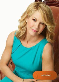 """Jenna Elfman es """"Emily Gilchrist"""". 1600 Penn - Estreno, miércoles 22 de mayo, 22.30 #MeGustaFOX Mira contenido exclusivo en www.foxplay.com"""