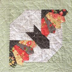 how to do crazy patchwork Halloween Quilts, Halloween Quilt Patterns, Halloween Sewing, Halloween Blocks, Fall Sewing, Trendy Halloween, Halloween Crafts, Halloween Face, Quilting Projects