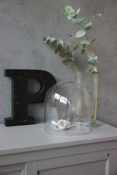 Stoere ijzeren letters ( zwart,wit en oud ijzer) te koop bij www.old-basics.nl webshop en grote loods vol brocante, industrieel, vintage en shabby chic