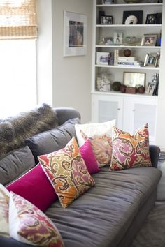 Loving the decorative pillows paired with the neutral couch