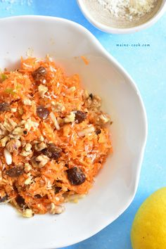 Shredded carrot and apple salad with raisins, cinnamon, walnuts and coconut. It's really delicious, slightly sweet and sour, full of flavour. Best Salad Recipes, Apple Salad, Shredded Carrot, Orzo, Chicken Salad, Raisin, Macaroni And Cheese, Carrots, Seafood