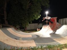 Mini ramp Longboarding, Wakeboarding, Half Pipe Plans, Scooter Ramps, Backyard Skatepark, Mini Ramp, Skateboard Ramps, Skate Ramp, Obstacle Courses