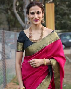 If you want to remark yourself as a unique saree ruler, then drop into this site. You will get the ultimate style & look for your saree-blouse design that others will crave for. Indian Dresses, Indian Outfits, Indische Sarees, Silk Saree Blouse Designs, Saree Trends, Saree Look, Red Saree, Lehenga Collection, Soft Silk Sarees