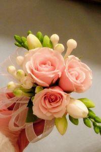 DIY mother of the bride corsage white bouvardia pink spray roses rose freesia