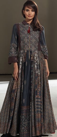 New Dress Elegant Batik Ideas Kurta Designs, Blouse Designs, Indian Dresses, Indian Outfits, Pakistani Dresses, Boho Chic, Bridal Dresses Online, Indian Attire, India Fashion