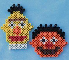 Bert & Ernie perler beads by LunasRealm http://mistertrufa.net/librecreacion/culturarte/?p=12