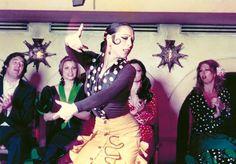 Imprescindibles - Cristina Hoyos. Alcanzar el cielo sin subir los hombros    Un retrato de la bailaora Cristina Hoyos y de cómo encaró éxitos y fracasos. La primera vez que la bailaora Cristina Hoyos escuchó hablar de Antonio Gades no había cumplido 18 años, pero tomó una determinación que marcaría su futuro: conocer a Antonio Gades y formar parte de su Ballet. http://www.rtve.es/alacarta/videos/imprescindibles/imprescindibles-cristina-hoyos-alcanzar-cielo-sin-subir-hombros/1062487/