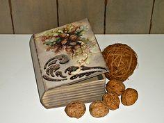 Pentart dekor: Könyv alakú dobozka esete a dekorfóliával Book Boxes, Decoupage Art, Decorative Boxes, Notebook, Handmade, Home Decor, Libros, Hand Made, Decoration Home