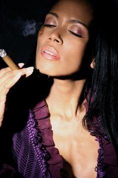 aliana láska fajčenie čierny eben sex príbehy