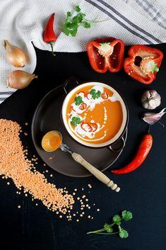 Zupa-krem z czerwonej soczewicy i pieczonej papryki #healthyfood - FitSweet Home Food, Thai Red Curry, Ramen, Chili, Eat, Ethnic Recipes, Kitchens, Chile, Chilis