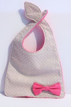 Bib Bavoir fille nice fastening idea unless baby pulls it off