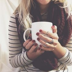 My favs - stripes, red nails, warm scarf, and tea. So happy it's fall! Looks Chic, Looks Style, Style Me, Real Style, Parisienne Chic, Daisy Fuentes, Fall Winter Outfits, Autumn Winter Fashion, Winter Style