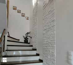 Staircase Interior Design, Home Stairs Design, Home Room Design, Home Interior Design, House Design, Staircase Wall Decor, Stair Decor, Stair Walls, Ceiling Design