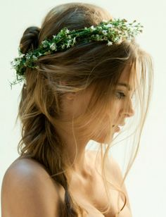 Прическа Алисы |For more flower crowns, click here--> https://www.pinterest.com/thevioletvixen/flower-crowns/