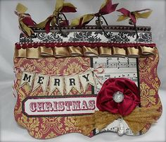 Merry Christmas mini scrapbook album...check out all their pages