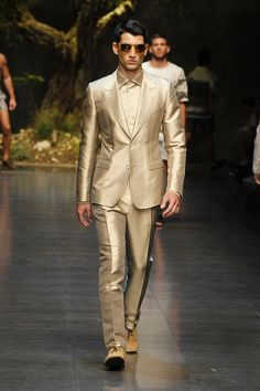 I mean i had to! all gold! yes please!!!!! :) Dolce & Gabbana Man Catwalk Photo Gallery – Fashion Show Summer 2014