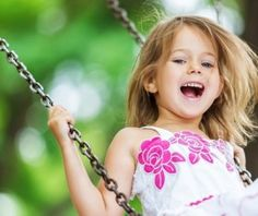 The little girl of joy and swing HD picture