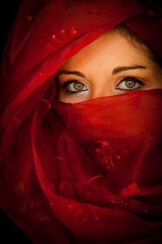 Lady in red veil and eyes Beautiful Eyes, Beautiful People, Most Beautiful, Pretty Eyes, Amazing Eyes, Absolutely Stunning, Beautiful Pictures, The Face, People Of The World