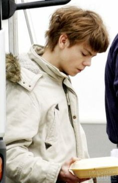 What age does Thomas Sangster look like??? (BTW, the pics r just ...