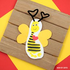 Footprint bee Valentine card for kids to make