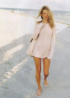 Kate Moss looking all pretty and summery! Love her summer dress. Look a lot similar to this one: http://asos.do/zcubea