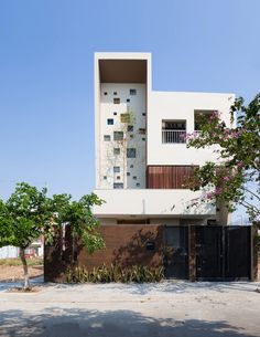 Image 6 of 24 from gallery of House / Truong An architecture + Photograph by Quang Tran Arch House, Facade House, Lofts, Contemporary Architecture, Architecture Design, Contemporary Apartment, Residential Architecture, 1500 Sq Ft House, Narrow House