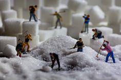 Granulating sugar