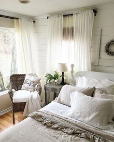 Most Beautiful Rustic Bedroom Design Ideas. You couldn't decide which one to choose between rustic bedroom designs? Are you looking for a stylish rustic bedroom design. We have put together the best rustic bedroom designs for you. Find your dream bedroom. Farmhouse Style Bedrooms, French Country Bedrooms, Farmhouse Master Bedroom, Shabby Chic Bedrooms, Trendy Bedroom, Cozy Bedroom, Bedroom Ideas, Bedroom Curtains, Master Bedrooms