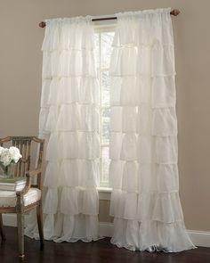 Adorable 50 Romantic Shabby Chic Living Room Decoration Ideas https://homevialand.com/2017/08/17/50-romantic-shabby-chic-living-room-decoration-ideas/