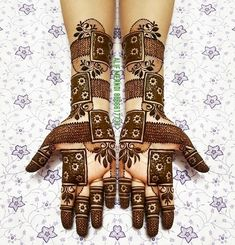 Mehendi is an extremely cherished way to drench into the celebratory feels for most girls. New Henna Designs, Mehndi Designs For Beginners, Mehndi Designs 2018, Stylish Mehndi Designs, Mehndi Designs For Fingers, Wedding Mehndi Designs, Beautiful Mehndi Design, Rajasthani Mehndi Designs, Dulhan Mehndi Designs
