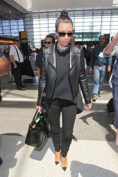 Kim Kardashian, All black everything. Celine chain necklace, matt black leather jacket and Christian Louboutin heels Kim Kardashian Hot, Estilo Kardashian, Kardashian Fashion, Fashion Night, I Love Fashion, Passion For Fashion, Dope Fashion, Mens Fashion, Paris Fashion