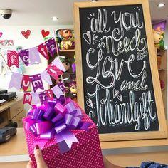 All you need is love and #Joliandgift ✨ Feliz sábado!